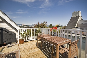 Amazing Mountain Views from the Large Rooftop Deck in Kits!