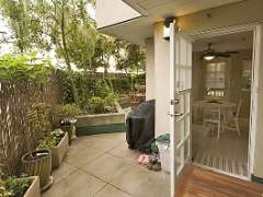 Enormous Garden Patio, 2 Bdrm Suite in Stylish Kitsilano!