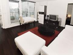 Amazing & Bright View Home, 30th Floor 1 Bdrm + Den at the Stylish Spectrum!