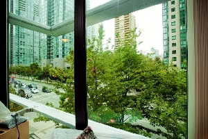 Open and Bright 1 Bedroom with Floor to Ceiling Windows at  The Pointe in Coal Harbour.  Close to Seawall, Urban Fare and Robson Street.