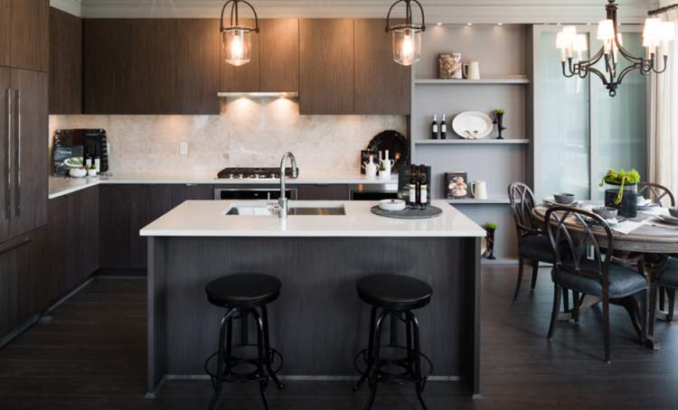 Beaufort Landing executive townhomes boast gourmet kitchens with stainless steel appliances and a sizable island.