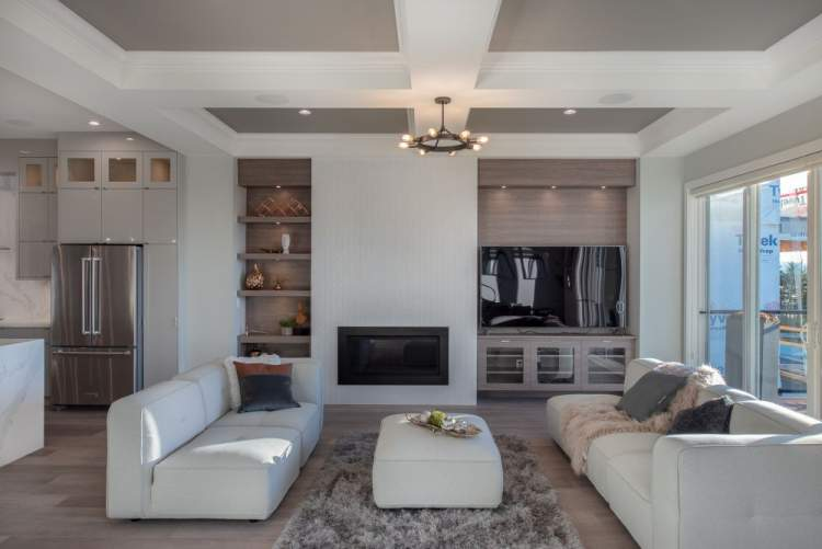 Bright, spacious open- concept design with extra-high ceilings – flooded with light and seamlessly connected with the natural surroundings.