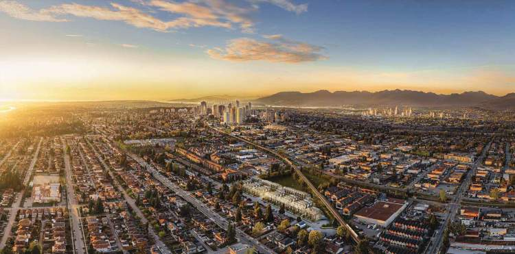 Set against a quintessential Lower Mainland landscape of mountains, water and city, Kin is placed in a peaceful South Burnaby neighbourhood.
