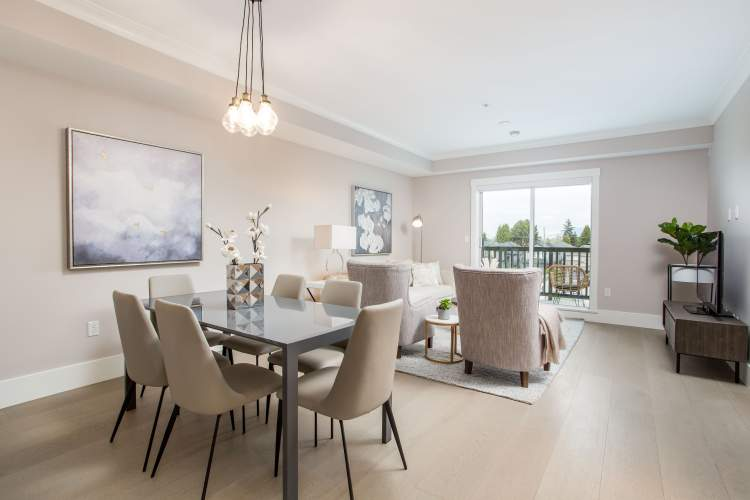 Expansive windows fill the open-concept plans with an abundance of natural light, accented by nine foot ceilings, wide-plank wood flooring and your choice of two celebrated colour schemes.