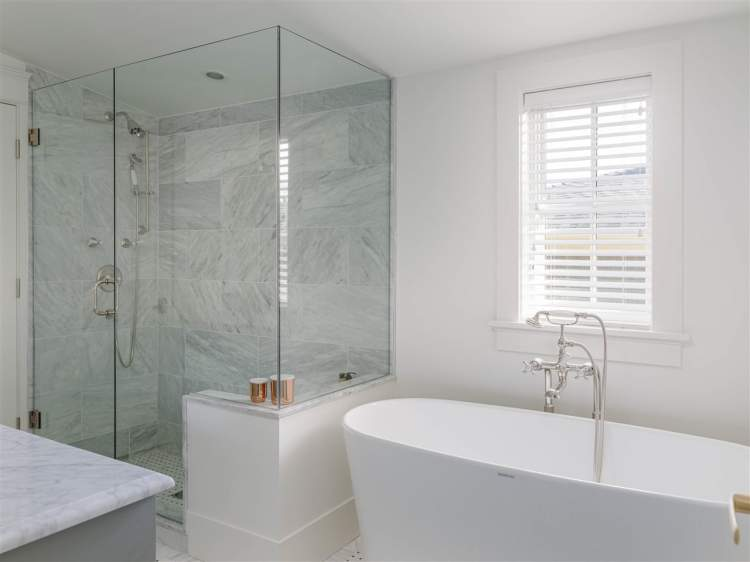 Sixteenth & Burrard master en suites are light and airy with natural stone accents.