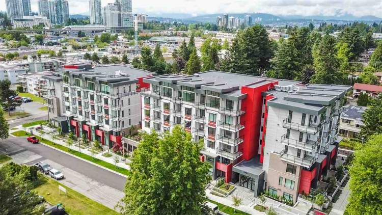 Aspire is a new collection of contemporary townhomes and boutique condominiums near Surrey's City Centre.