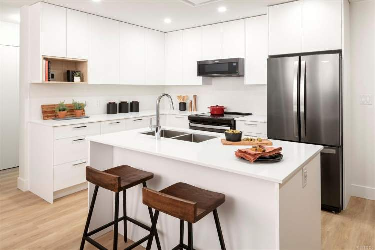 Dine, entertain, and cook in style in an elegant, well-designed kitchen.