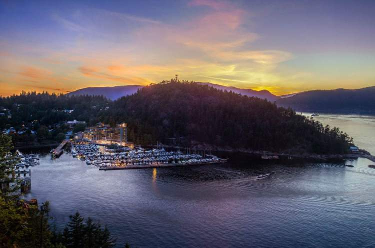 West Vancouver's most beautiful waterfront affords panoramic views of Horseshoe Bay and Howe Sound's alpine peaks.