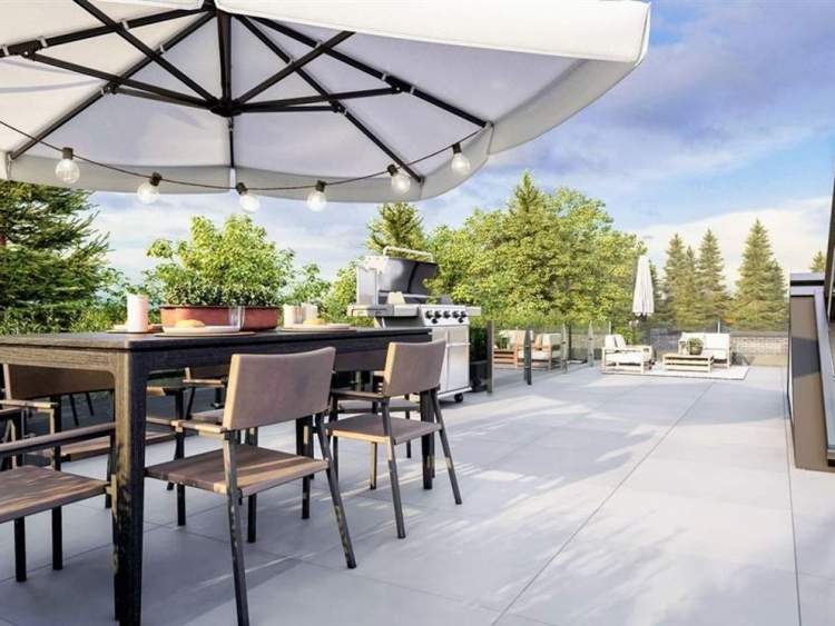 Five townhomes feature these incredible rooftop patios with skyline views and space to entertain in style.