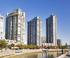 $639000 Stylish & Spacious 2bdrm Townhouse at the Quaywest Resort Residences on Marinaside Crescent!