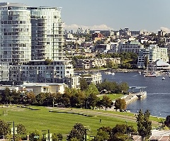 Stylish & Well Laid Out 1 Bdrm + Den w/ Direct Water Views at Azura 2!
