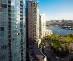 Spacious and Bright 1 bedroom and den at Yaletown